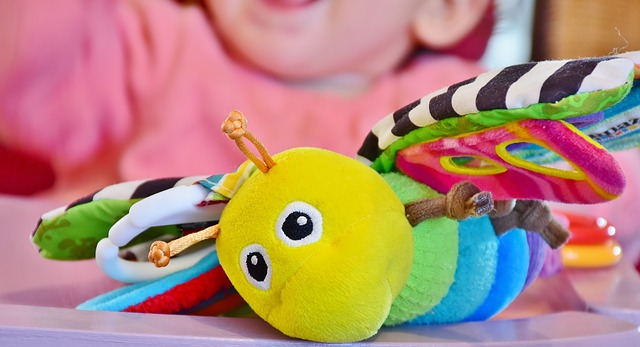 【月齢別】生後4ヶ月の赤ちゃんの発達と育児グッズ・おすすめのおもちゃ