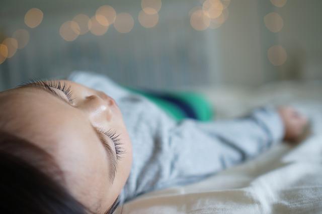 1歳を前に急に寝つきが悪くなった赤ちゃん…あの神アイテムで即寝するようになりました!