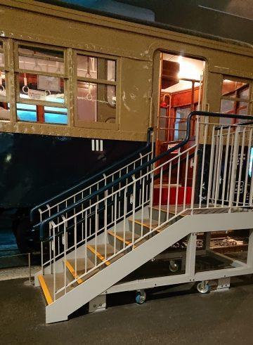 鉄道博物館では実物車両の中に入って体験できる